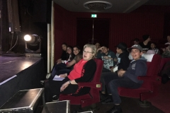 Gruppe im Theater