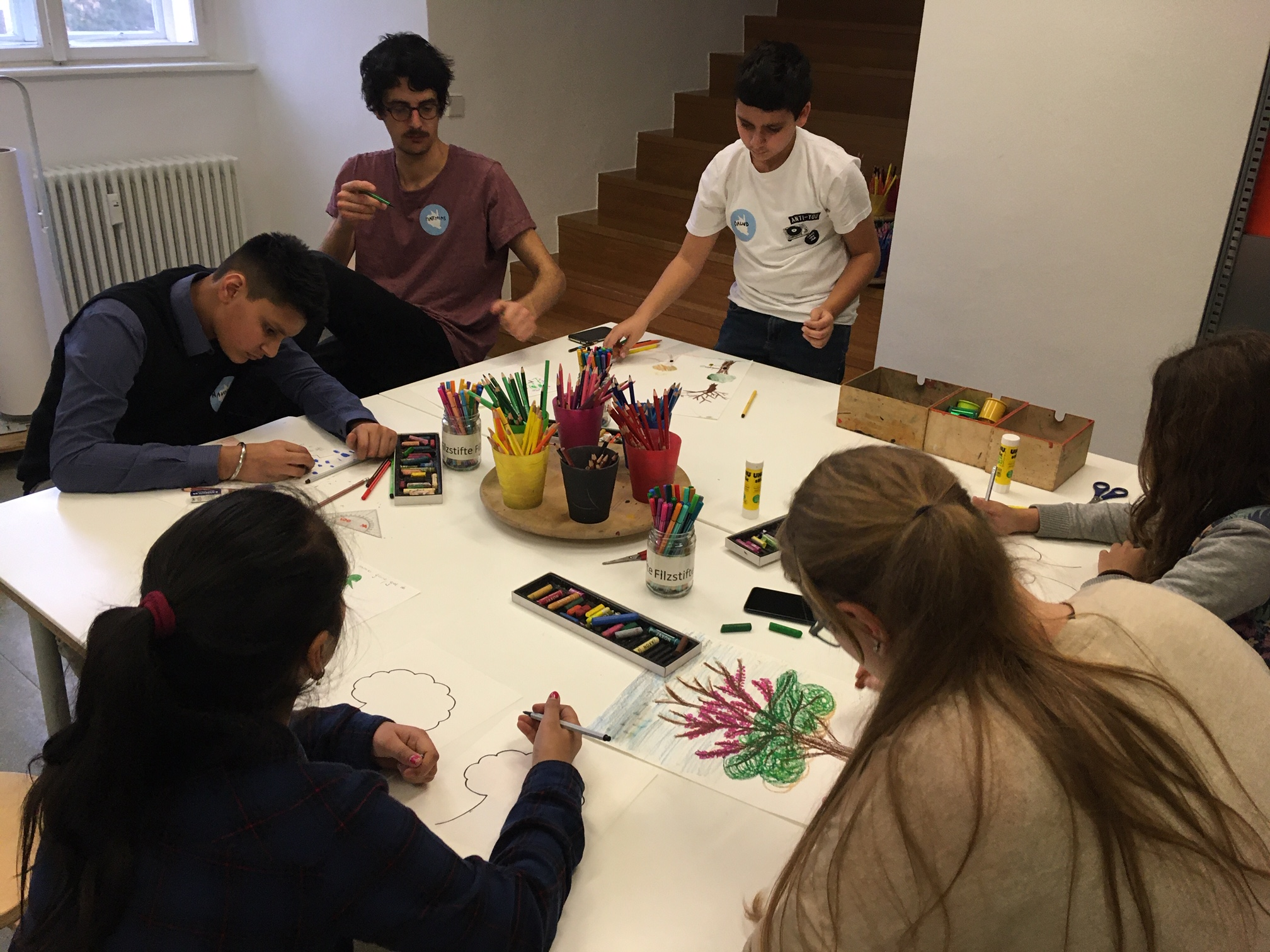 Atelier-Gruppe-zeichnet