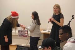 Kasandra Geschenkübergabe