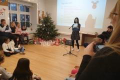 Zainab singt Gruppe